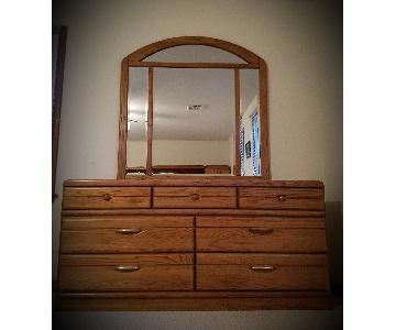 Raymour & Flanigan Traditional Dresser w/ Detachable Mirror