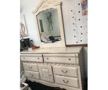 Bob's Dresser w/ Mirror