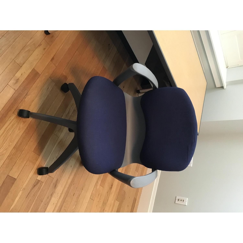 Knoll Propeller Desk & Soho Chair - image-8