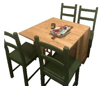 Expandable Table w/ 4 Matching Chairs