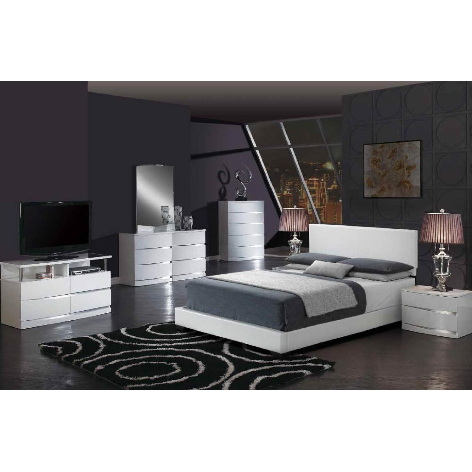 Modern White PU Upholstered Queen Size Bed - image-3