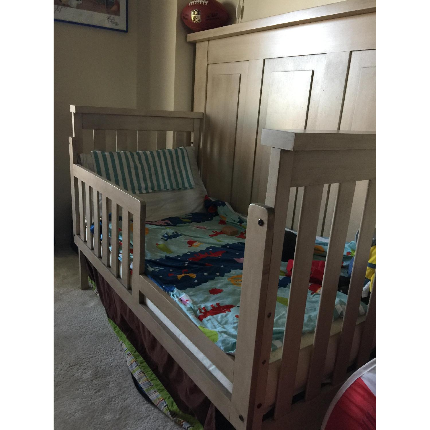 Munire Wood Transition Crib - image-1