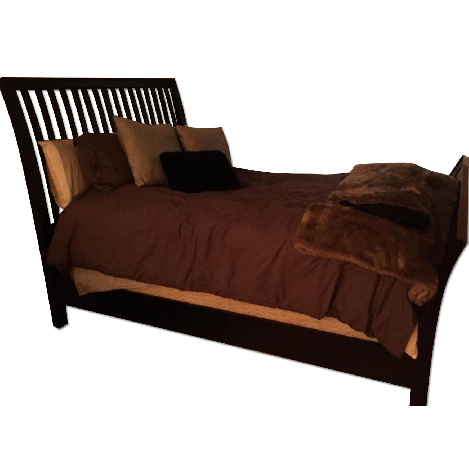 Rooms To Go Queen Size Wood Bed Frame - image-0