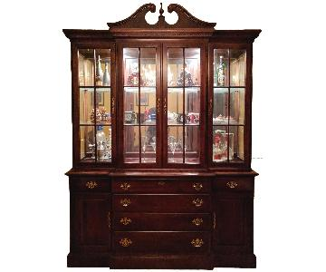Stanley Queen Anne Style China Cabinet w/ Lighting