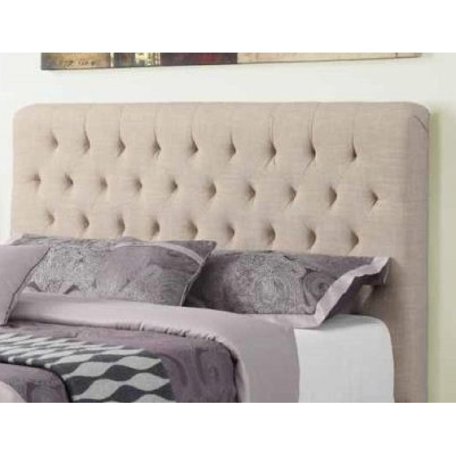 Modern Queen Fabric Upholstered Bed w/ Tufted Headboard in Oak Meal Fabric - image-2