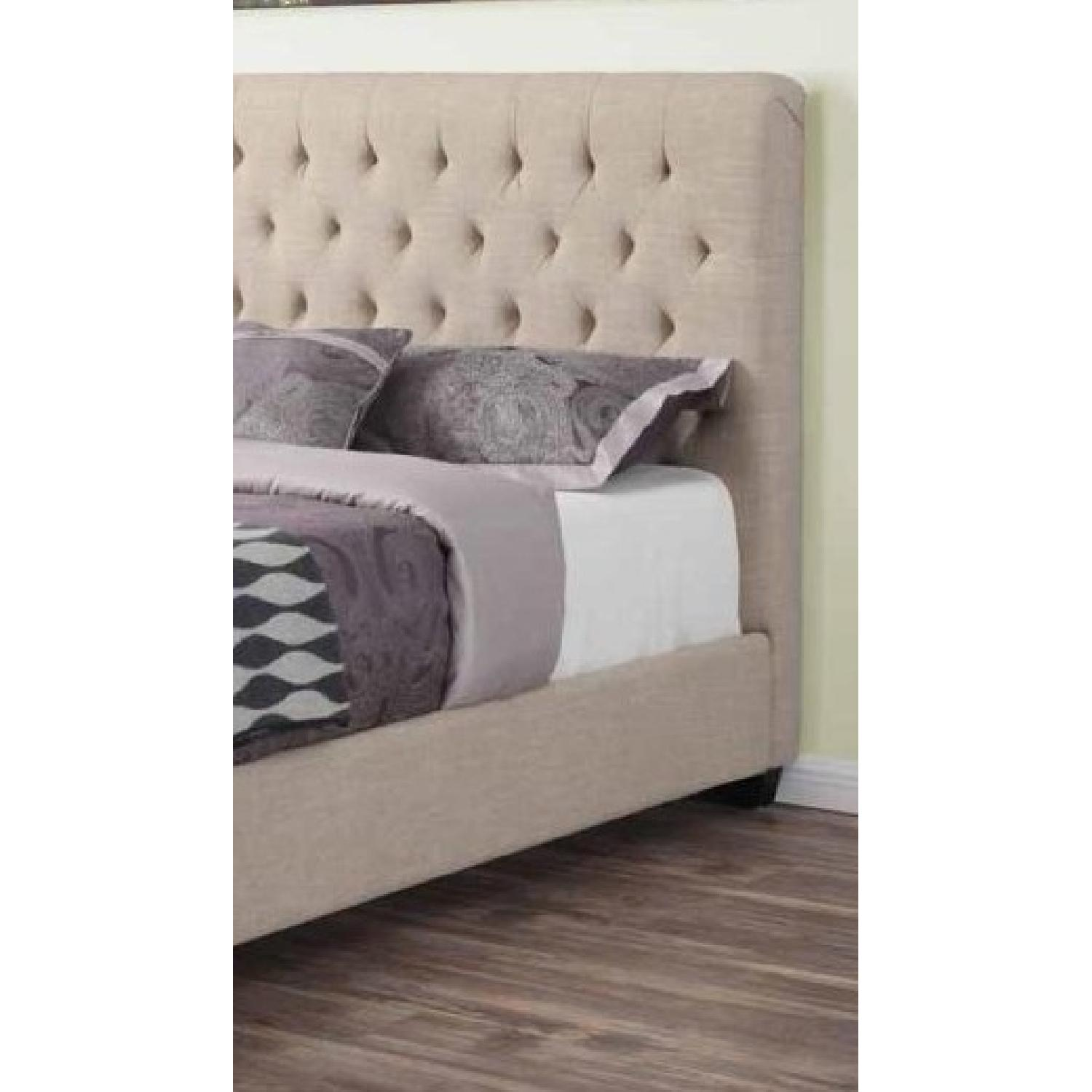 Modern Queen Fabric Upholstered Bed w/ Tufted Headboard in Oak Meal Fabric - image-3