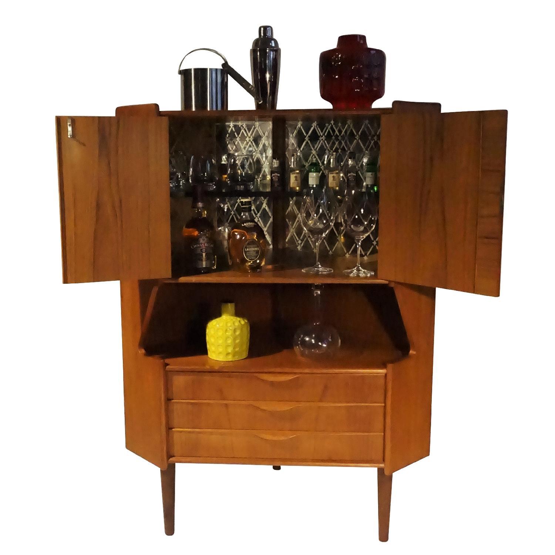 Omann Jun Teak Corner Bar/Cabinet - image-1