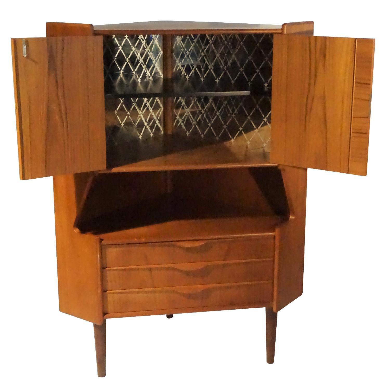 Omann Jun Teak Corner Bar/Cabinet - image-2