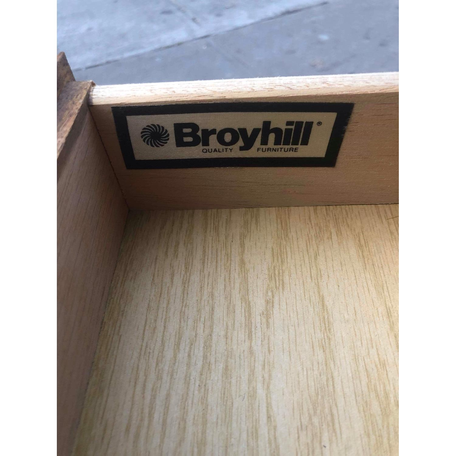 Broyhill Furniture Solid Wood Side Table w/ Drawer-7
