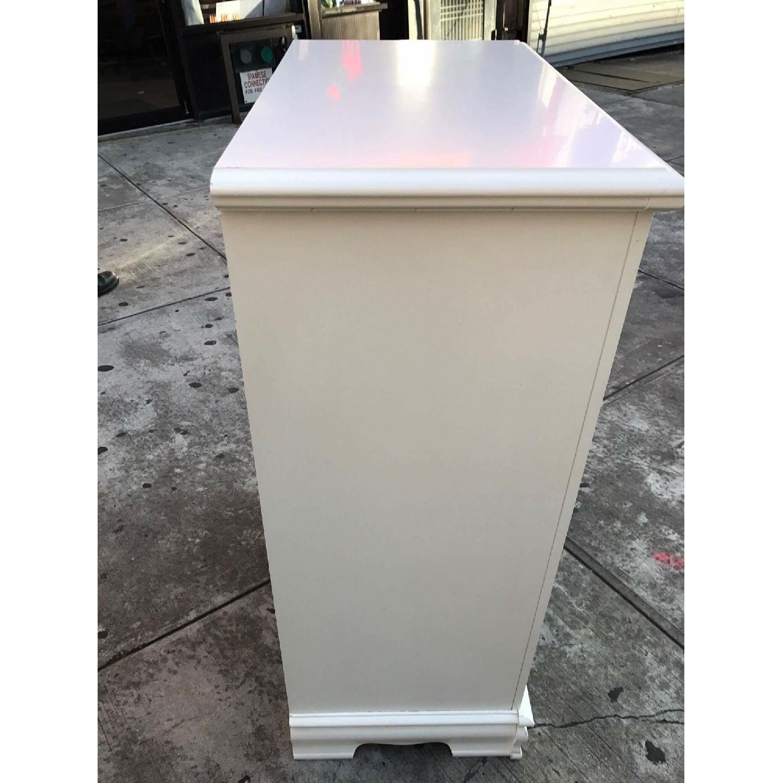 Bassett Vintage White Dresser - image-5