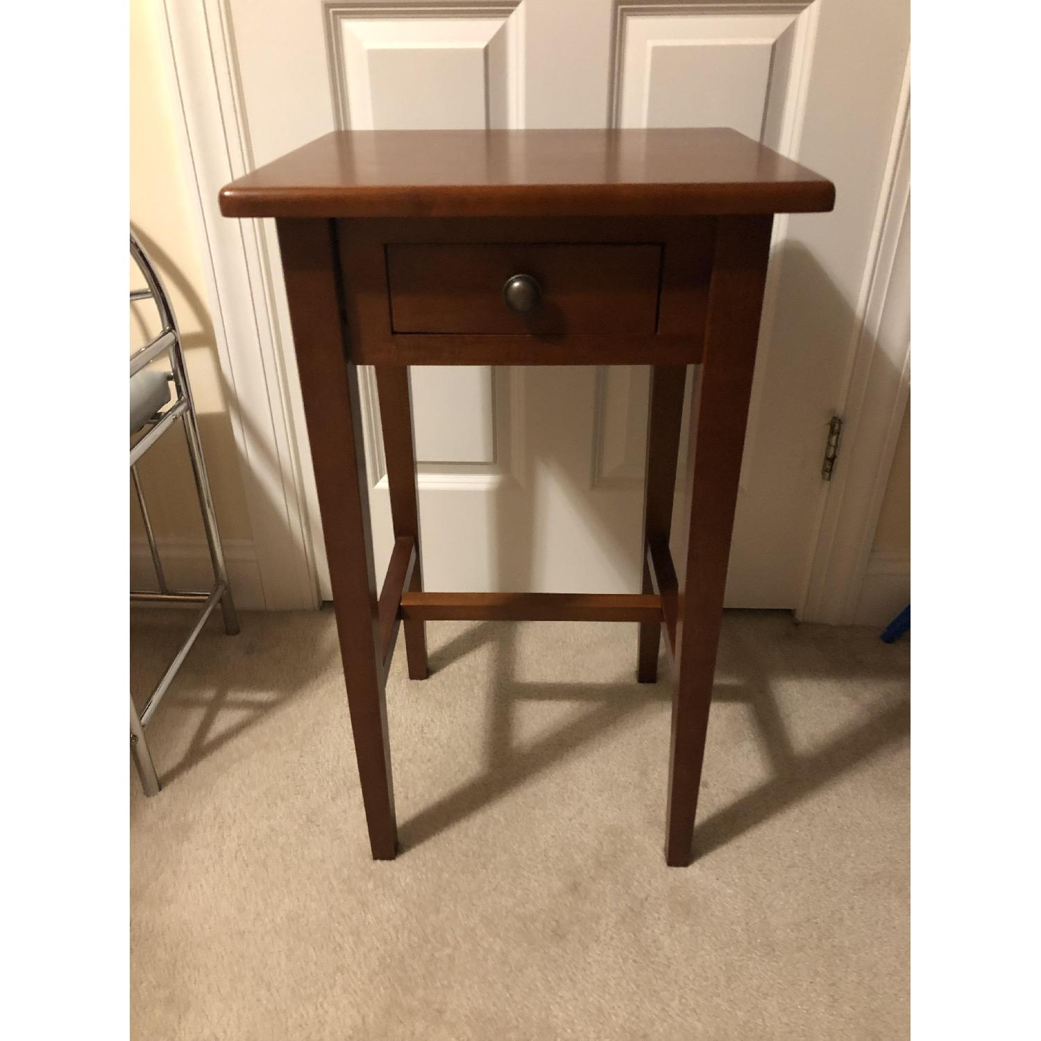 Darvin Furniture Maple Accent Table W Pullout Drawer Aptdeco