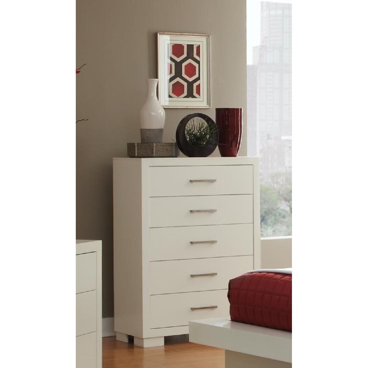 Modern 5-Drawer Solid Wood Chest w/ Dove-Tail & Full Extension Drawers in White Finish - image-1