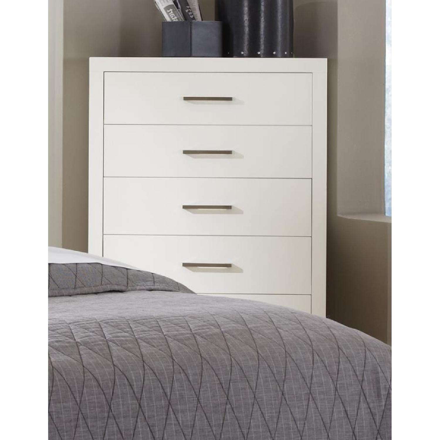 Modern 5-Drawer Solid Wood Chest w/ Dove-Tail & Full Extension Drawers in White Finish - image-2
