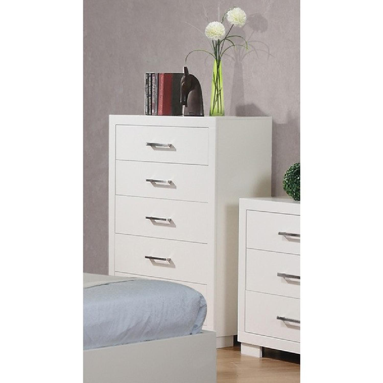 Modern 5-Drawer Solid Wood Chest w/ Dove-Tail & Full Extension Drawers in White Finish - image-3