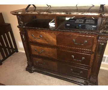 Raymour & Flanigan Wilshire Marble Top TV Media Chest