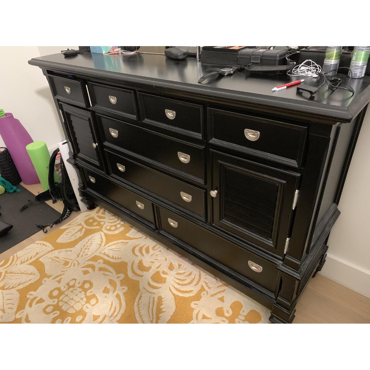 Rooms To Go Belmar Black Dresser-0