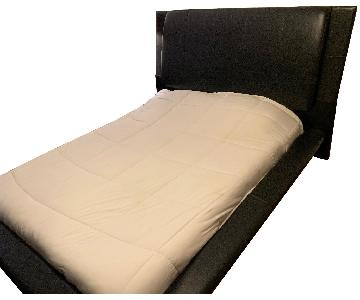 Bob's High Gloss Black Queen Bed w/ Padded Headboard