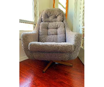 Vintage Mid Century Modern Swivel Chair