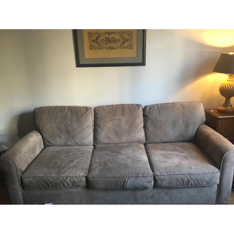 Pottery barn buchanan beige sofa aptdeco for Buchanan chaise sofa from pottery barn