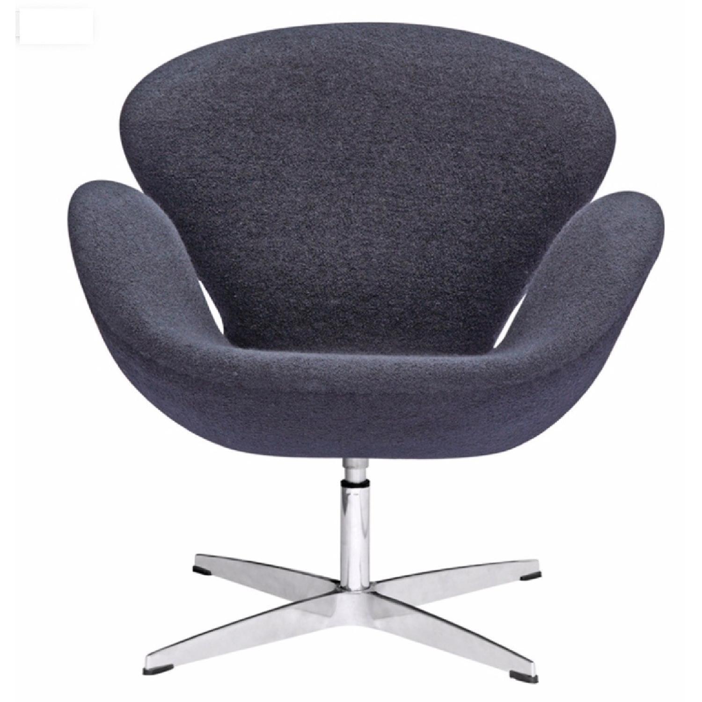 Arne Jacobsen Swan Chair Replica - image-0