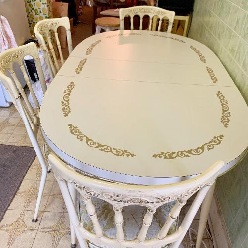 Used Daystrom Vintage 5-Piece Expandable Dining Set for sale on AptDeco