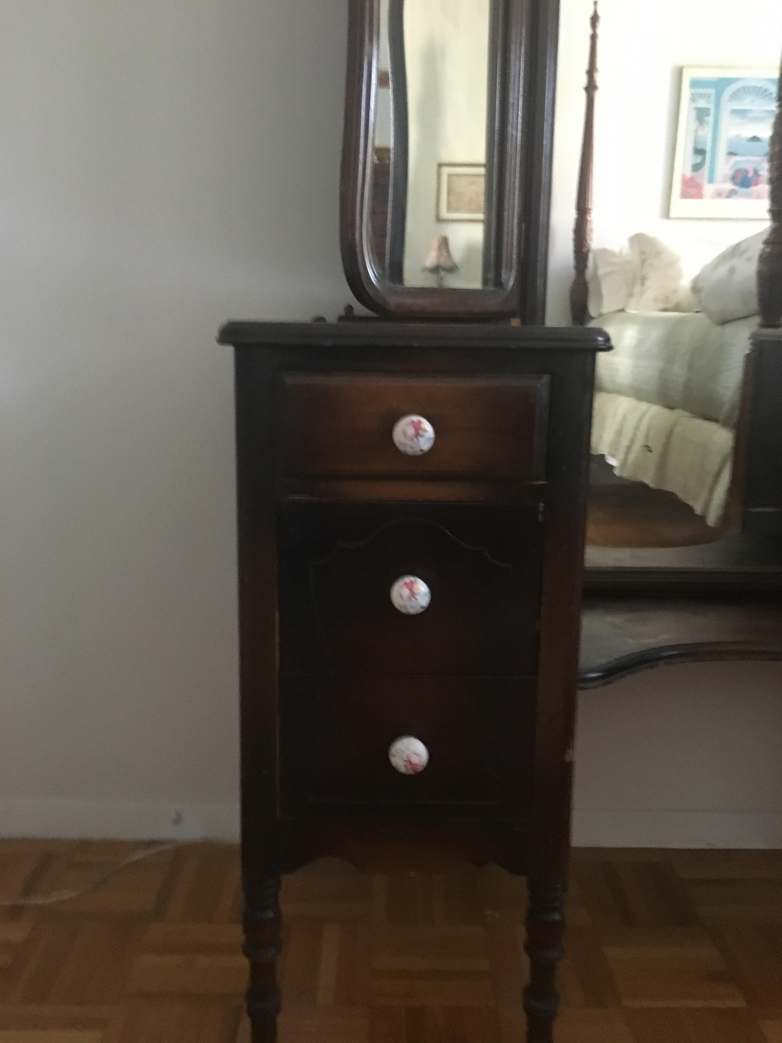 Vintage 3 Mirrored Vanity