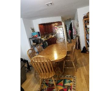 Oak Extendable Dining Table w/ 6 Chairs