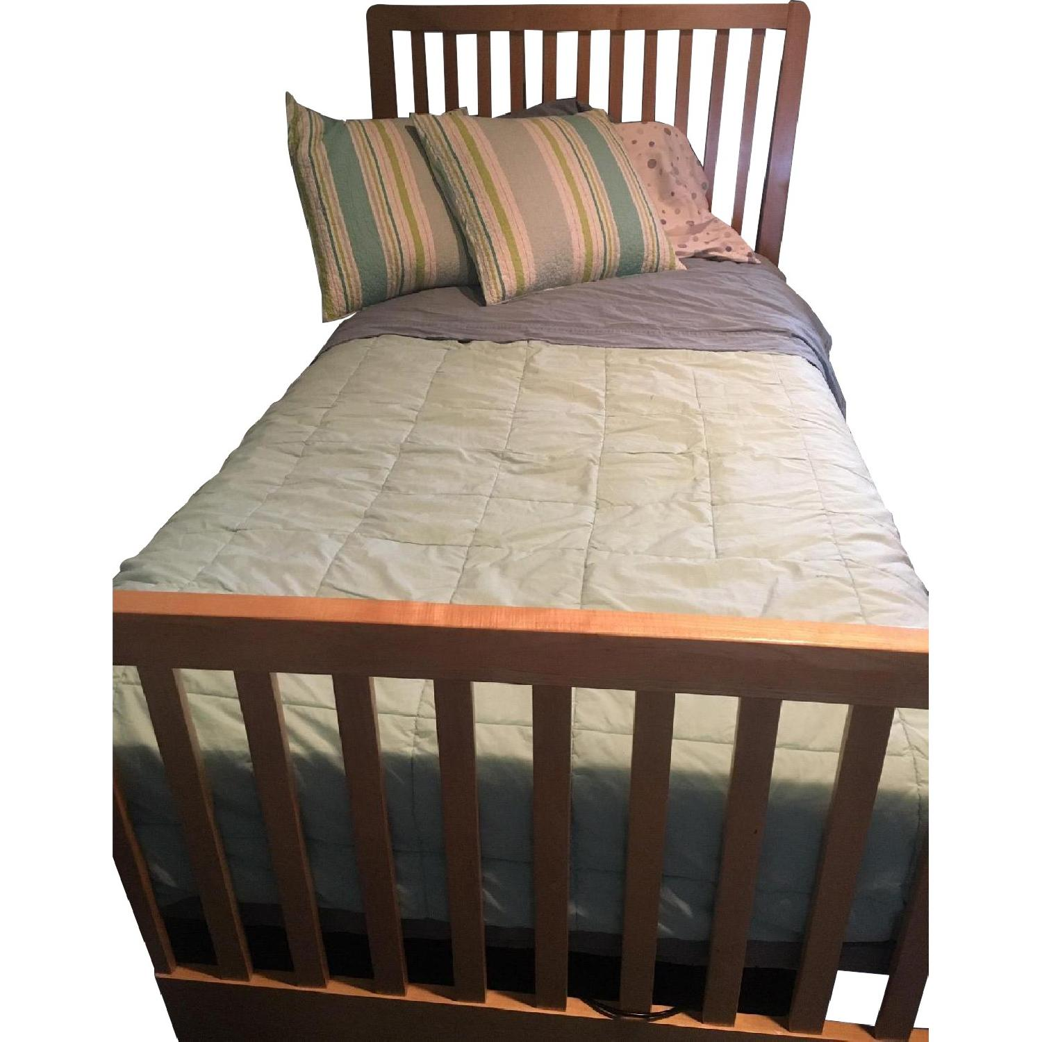 Stanley Twin Size Bed w/ Slatted Base - image-0