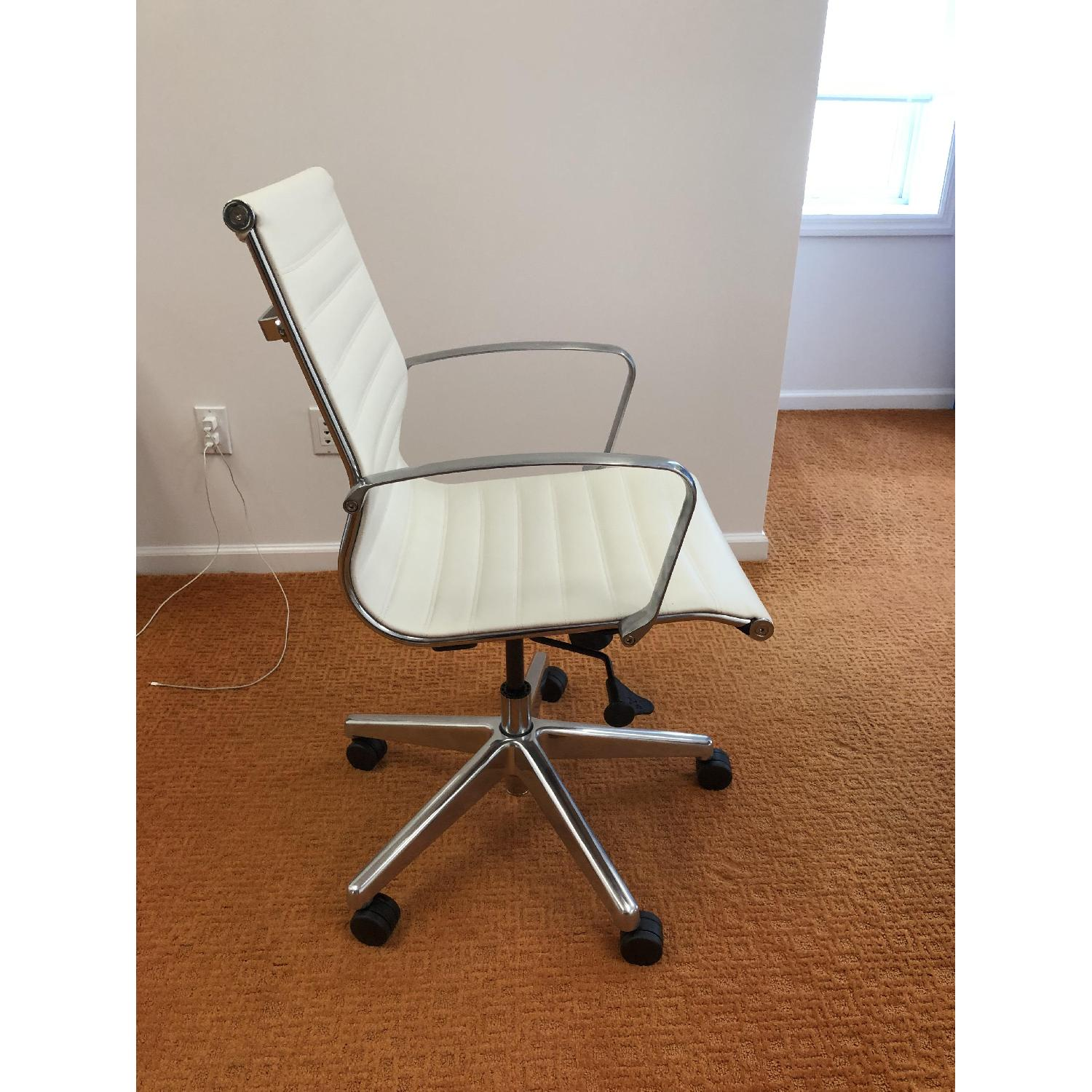 Medium Back Office Chair in White-0