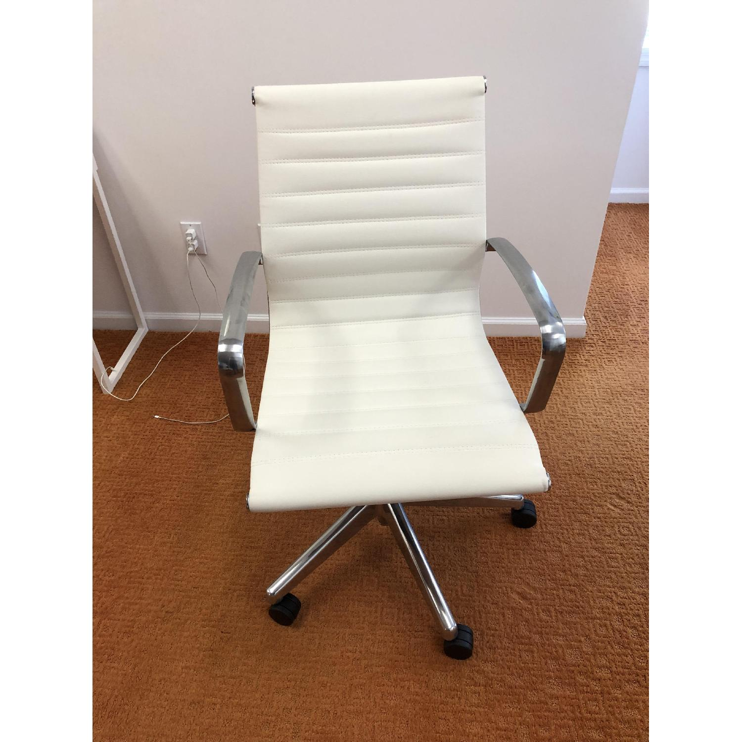 Medium Back Office Chair in White-1