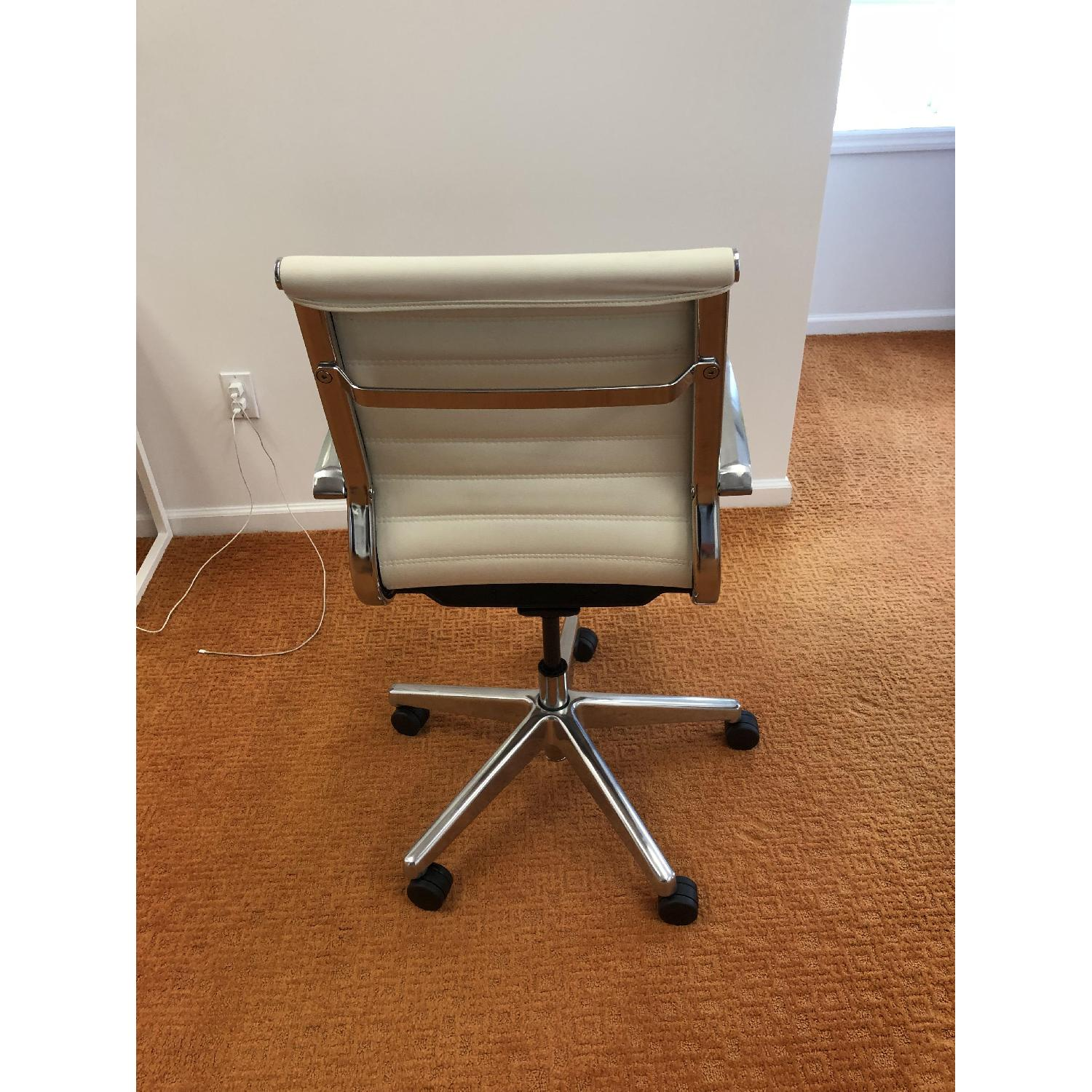 Medium Back Office Chair in White-2