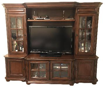 Raymour & Flanigan Entertainment Wall Unit