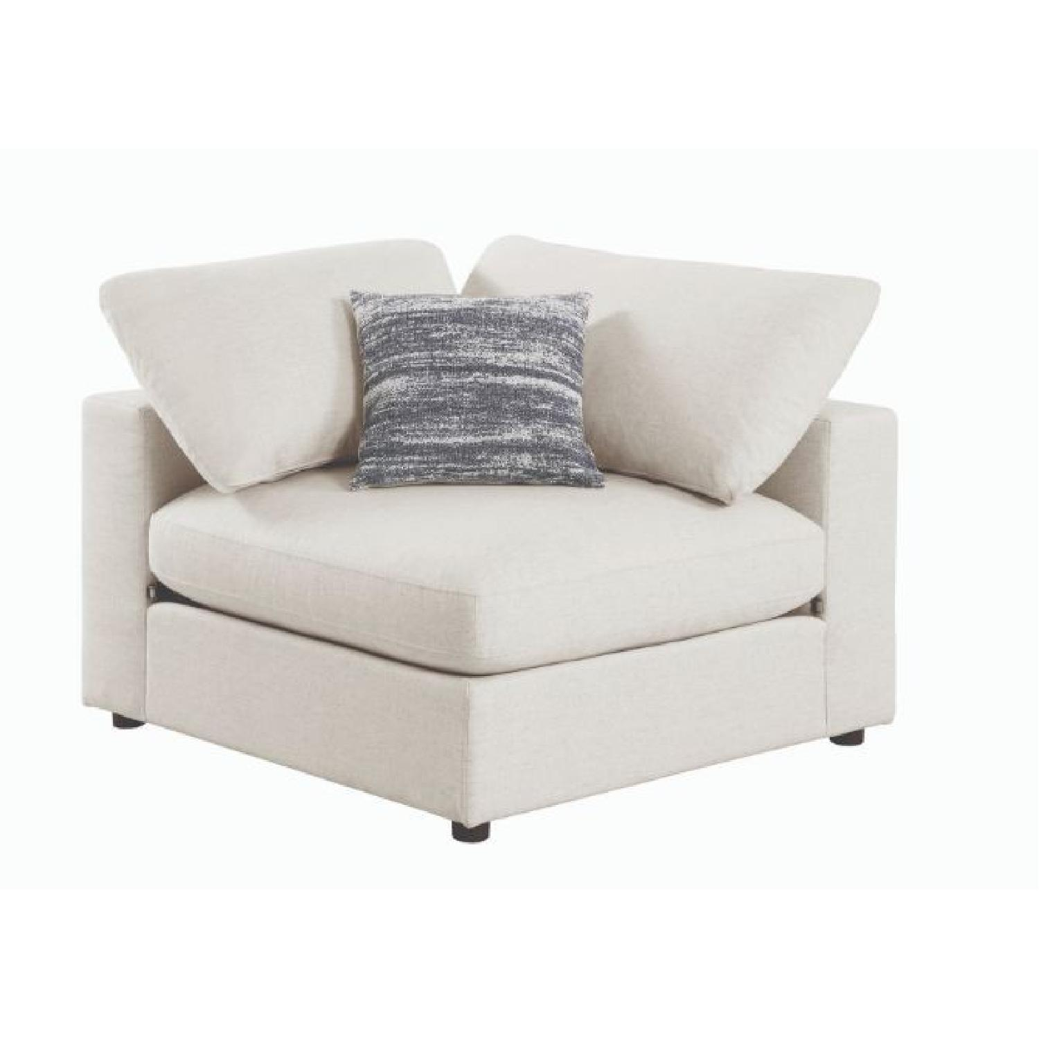 Modern Daybed w/ Trundle Upholstered in Light Grey Fabric - image-10