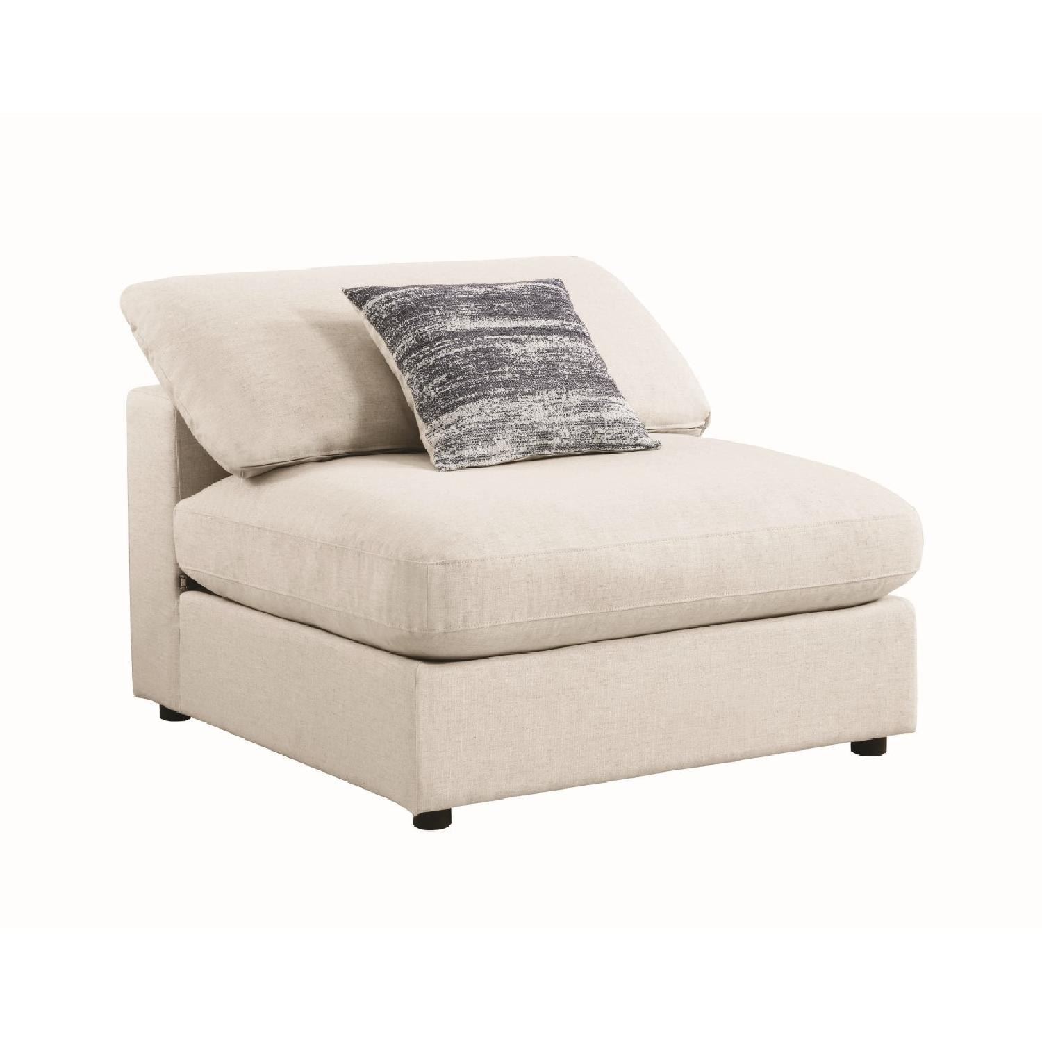 Modern Daybed w/ Trundle Upholstered in Light Grey Fabric - image-12