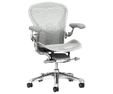 Herman Miller Remastered Size B Aeron Chair in Mineral