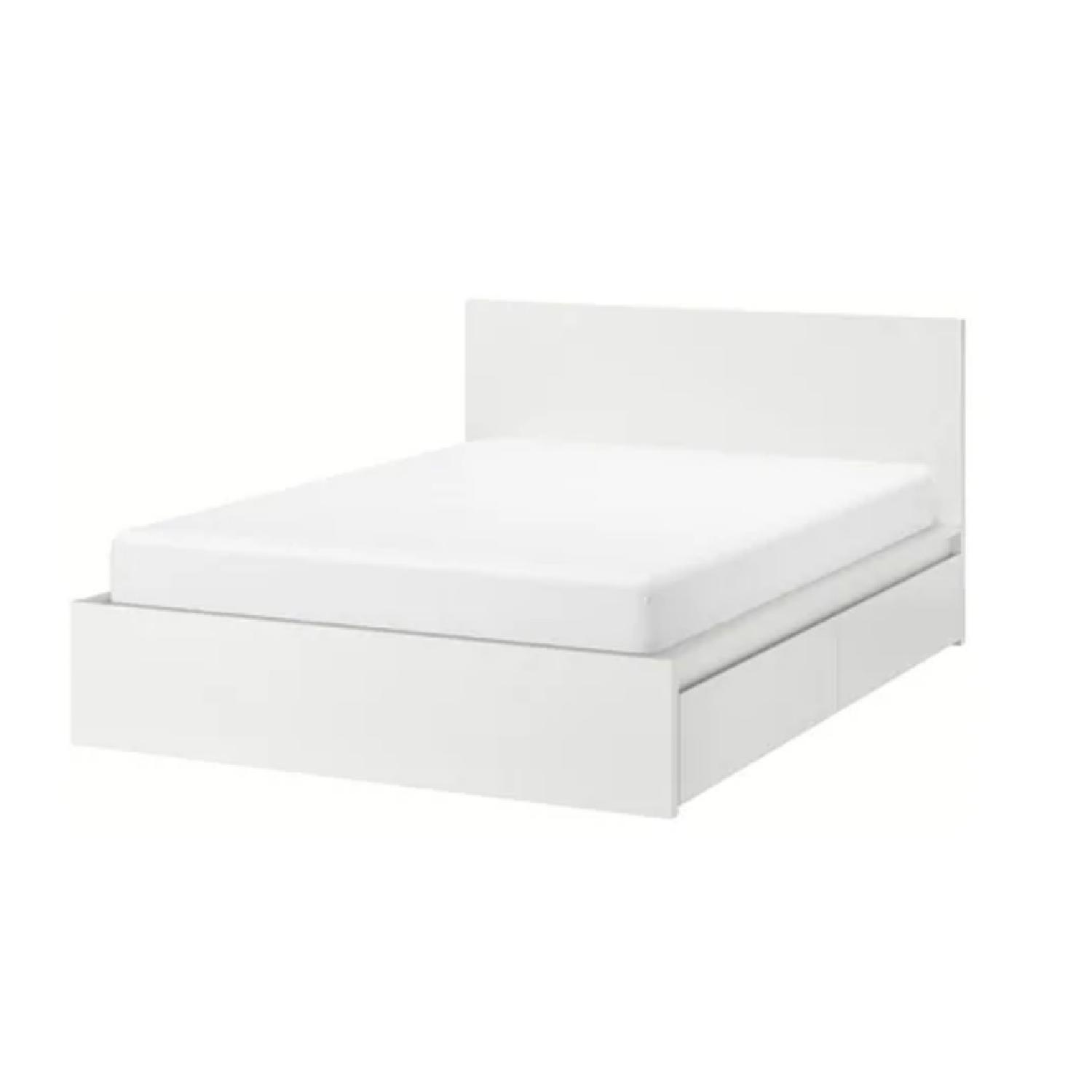 Superbe Ikea Malm White Queen Size Bed W/ 2 Storage Boxes ...