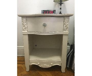 Mealey's Furniture White Nightstand