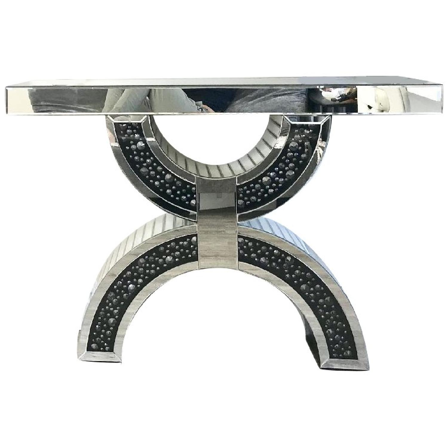 Mirrored Stand - image-0