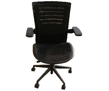 Premium Mesh Office Chair in Black w/ Arm Rests & Tilting Me