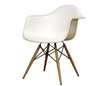 Retro Style Arm Chair in White ABS w/ Natural Wood/Wire Legs