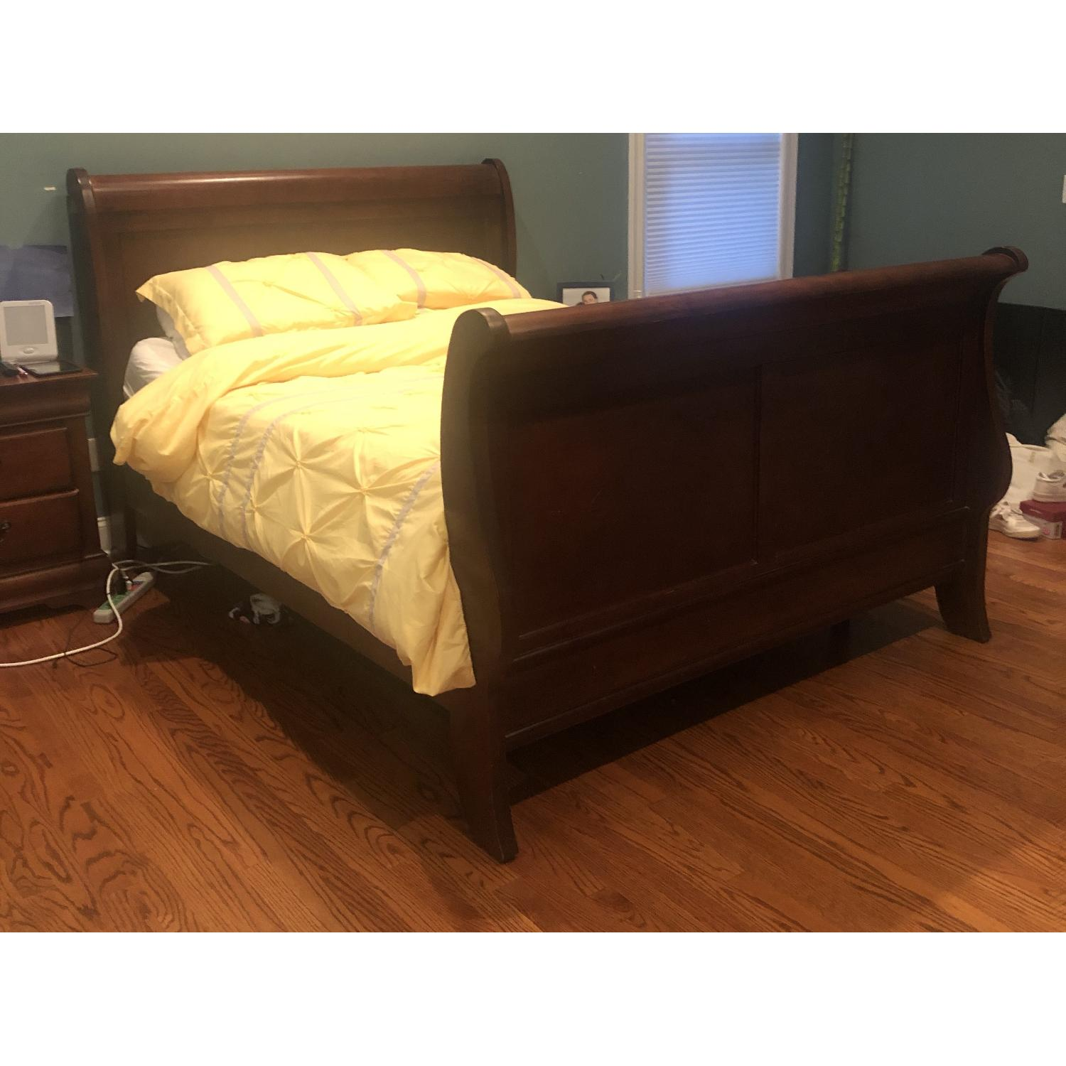 Montage Queen Mahogany Sleigh Bed - image-4