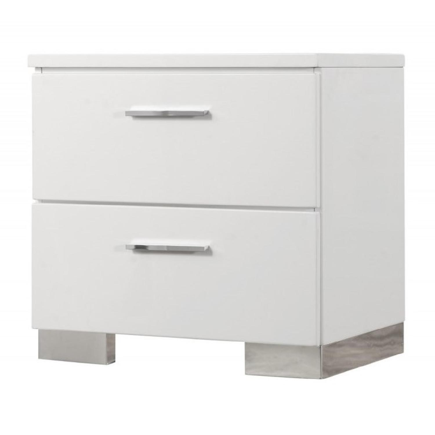 Contemporary 2-Drawer Night in High Gloss White Finish