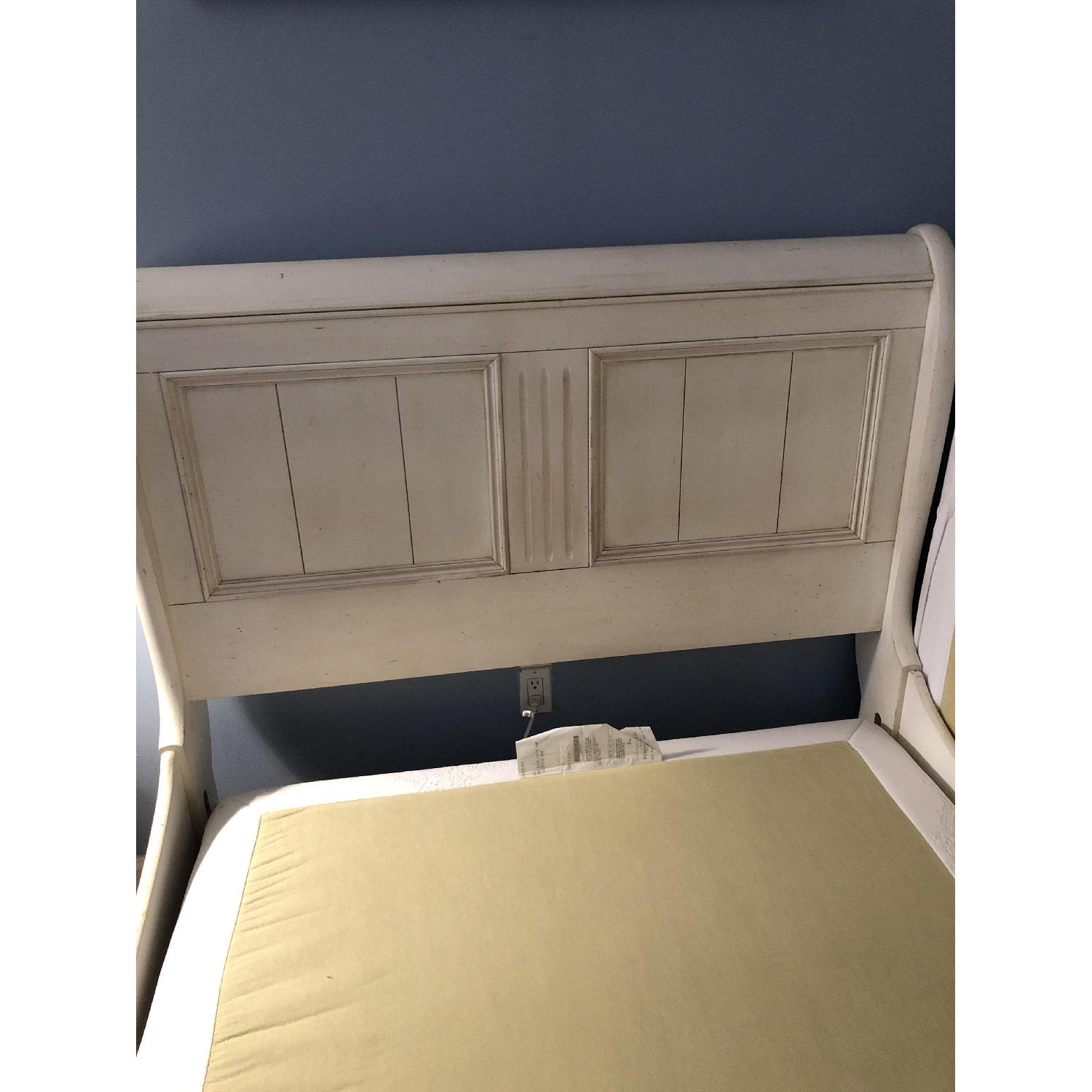 Ethan Allen Weathered White Sleigh Bed