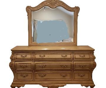 Thomasville Vintage Style Dresser w/ Mirror