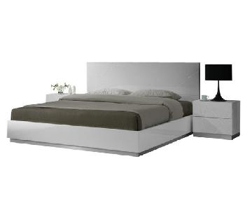 Modern White Lacquer Finish Queen Platform Bed