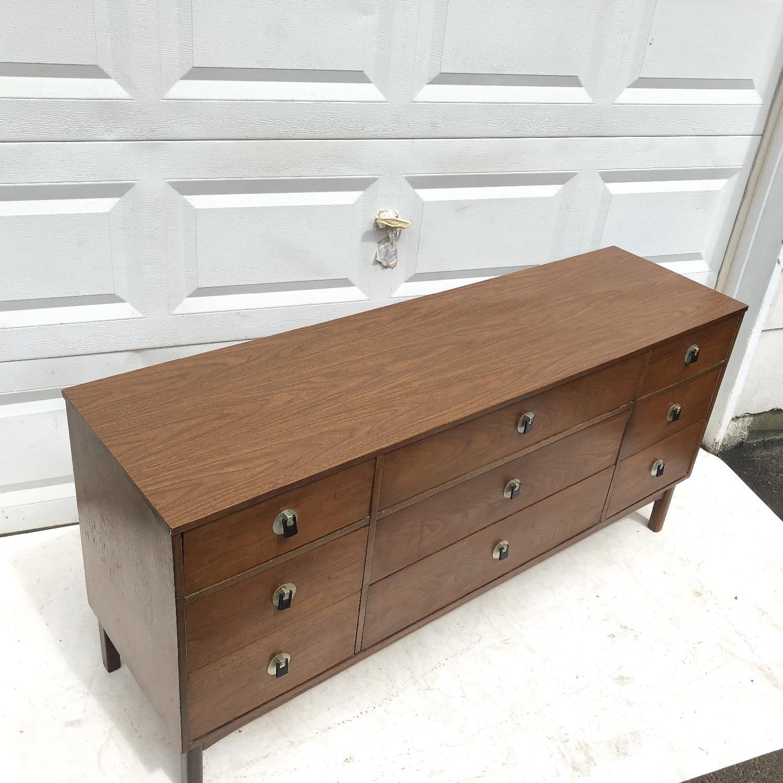 Bassett Mid Century Modern Dresser W Mirror Aptdeco