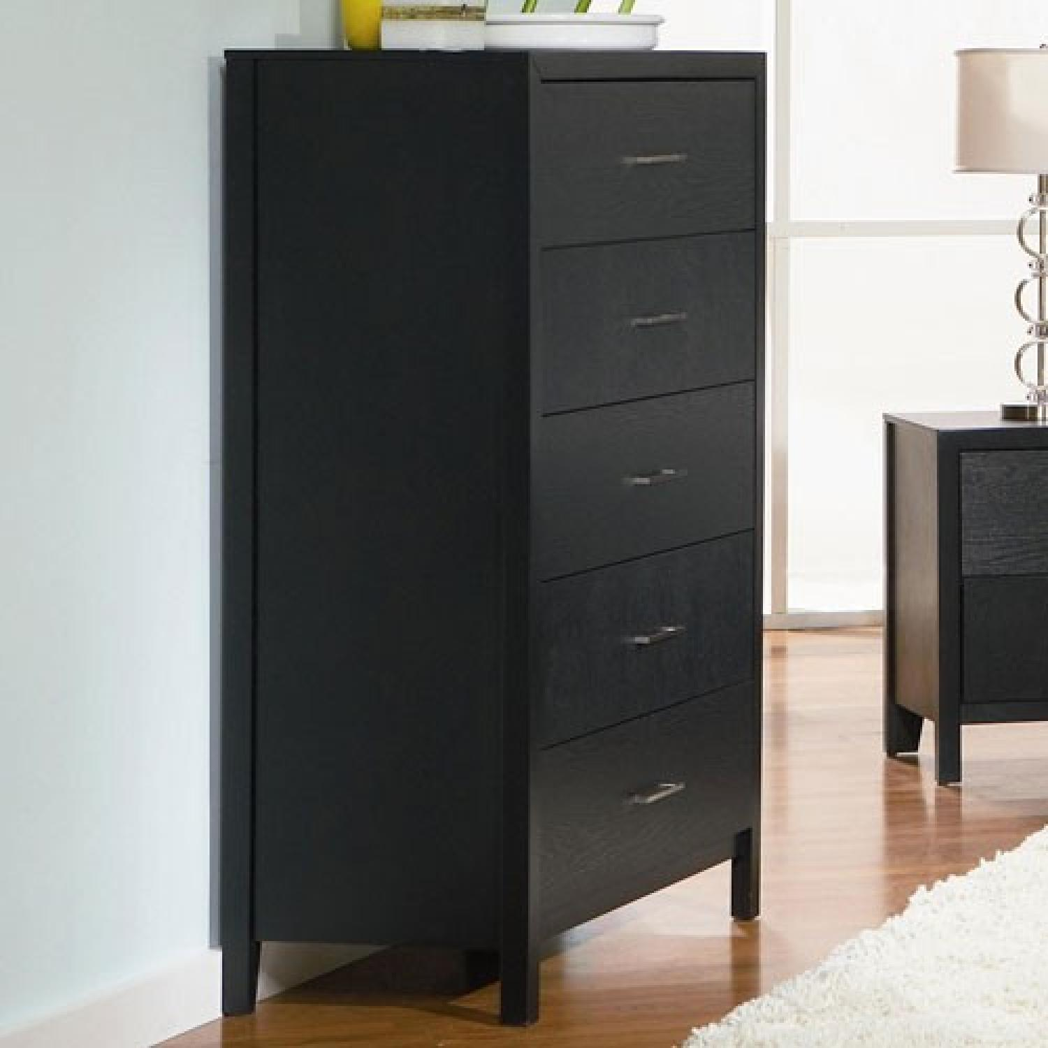 Modern Style 5-Drawer Chest in Black Finish w/ Silver Handles