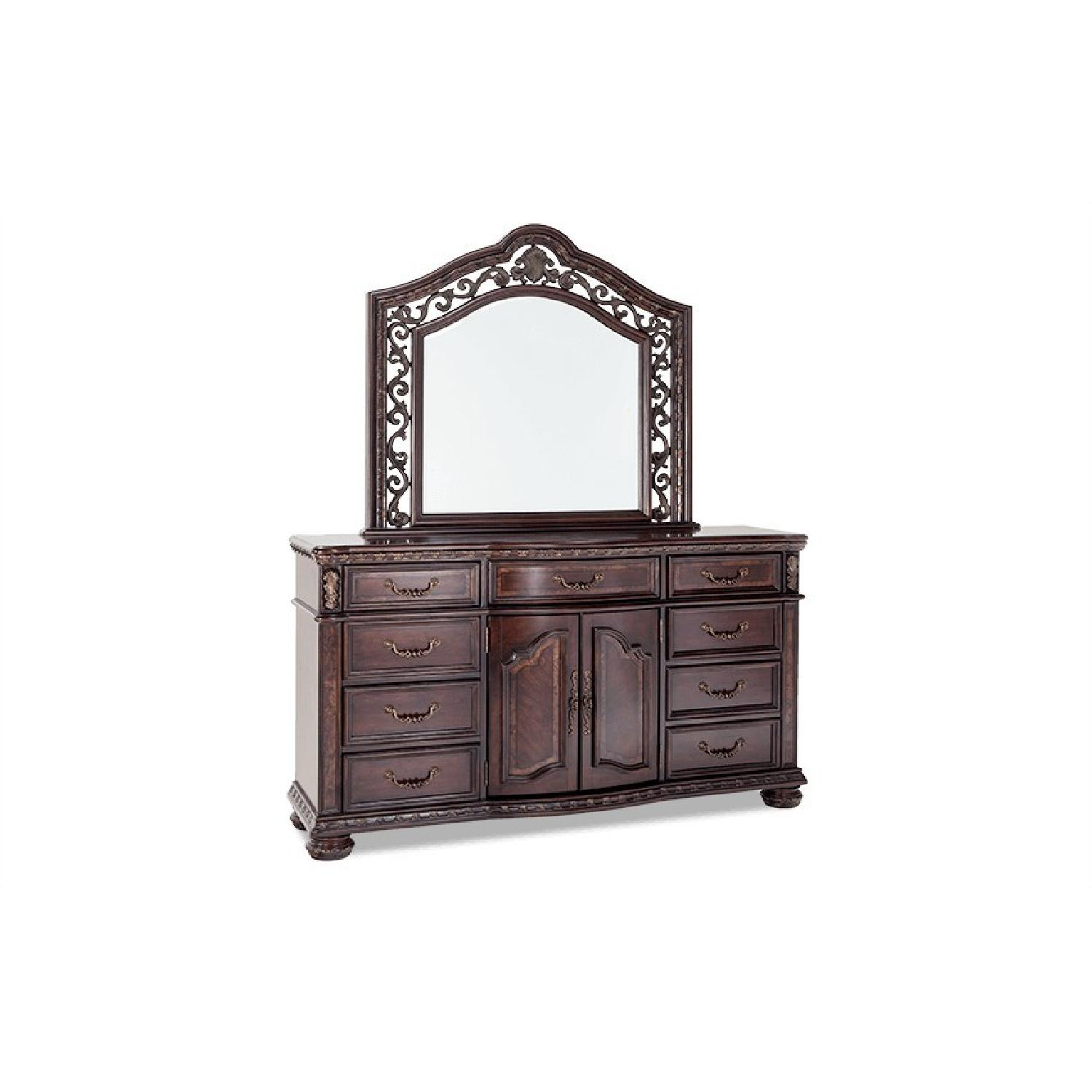 Bob\'s Grand Manor Dresser & Mirror