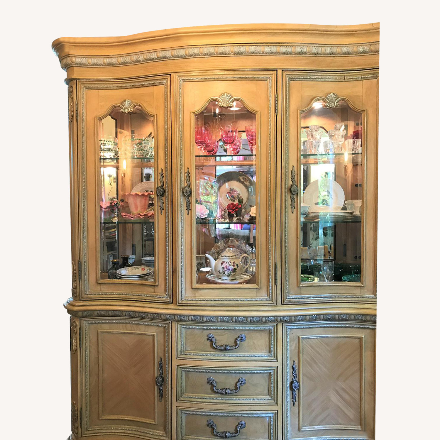 Mealey's Furniture Mirrored Carved China Cabinet