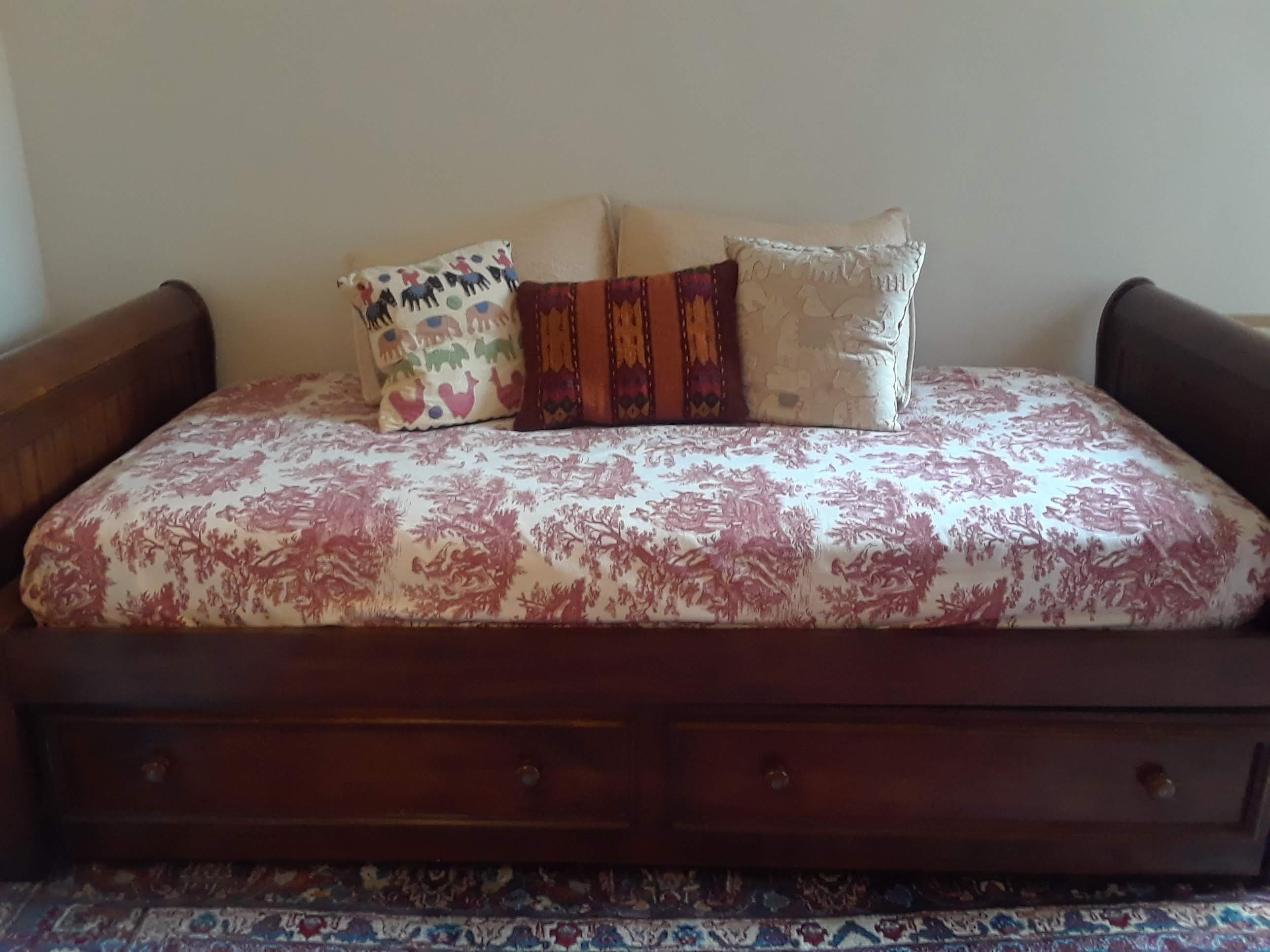 Pottery Barn Wood DayBed w/ Trundle & 2 Pillows